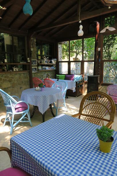 Paradise Hotel, Cafe, Restaurant
